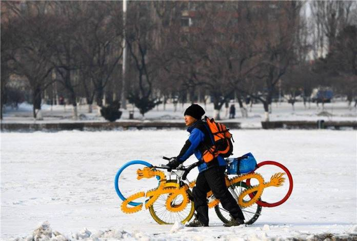 ด้วยใจรัก! ชายจีนประดิษฐ์จักรยานโปรโมทโอลิมปิก 2022