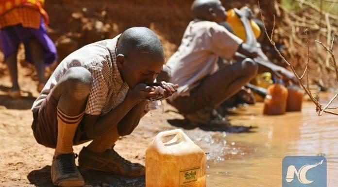เคนยาแล้งหนัก! เด็กต้องกินน้ำโคลนประทังชีวิต