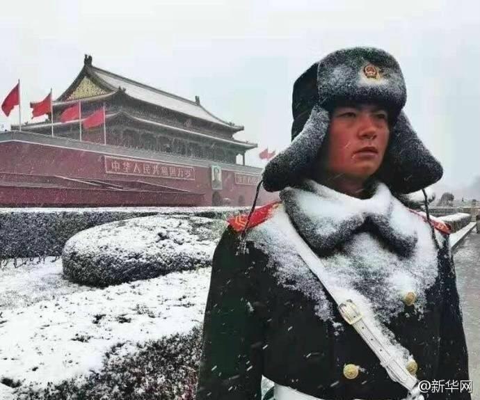 หยัดยืนกลางลมหนาว! ทหารหน้าจตุรัสเทียนอันเหมิน