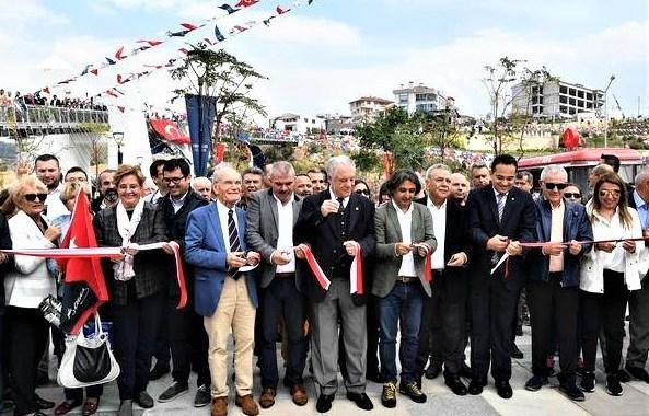 İzmir Büyükşehir Belediyesi tarafından yapılan tırmanış duvarı açıldı.