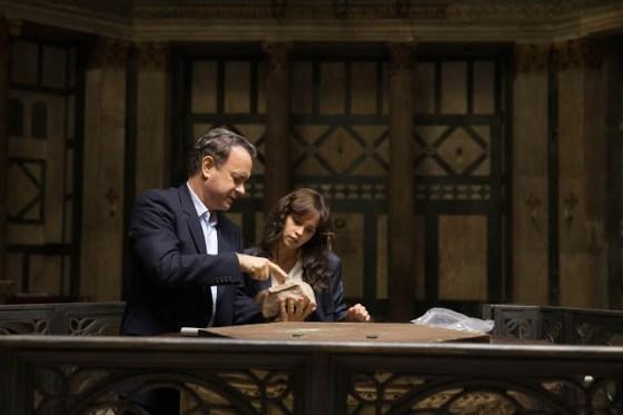Tom Hanks şi Felicity Jones în filmul Inferno