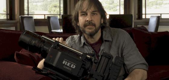 Peter Jackson şi camera 3D Red cu care a filmat trilogia The Hobbit