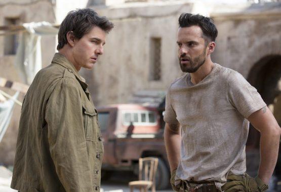 The Mummy 2017: Jake Johnson şi Tom Cruise