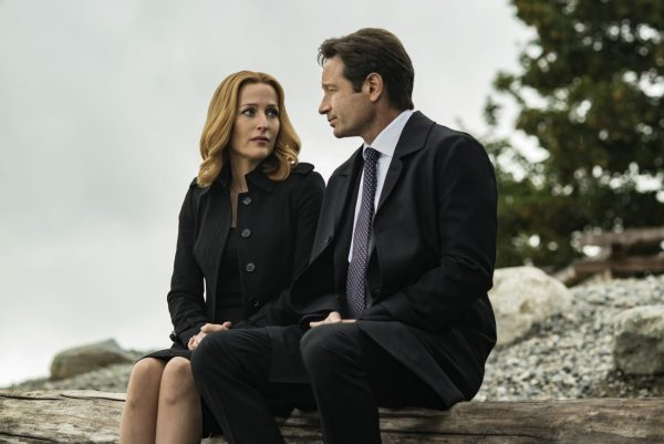 "Gillian Anderson şi David Duchovny în episodul ""Home Again"" THE X-FILES (2016)."