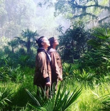 Gina Rodriguez si Tessa Thompson in Annihilation