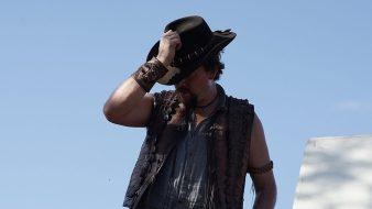 Danny McBride (Brian Dundee)