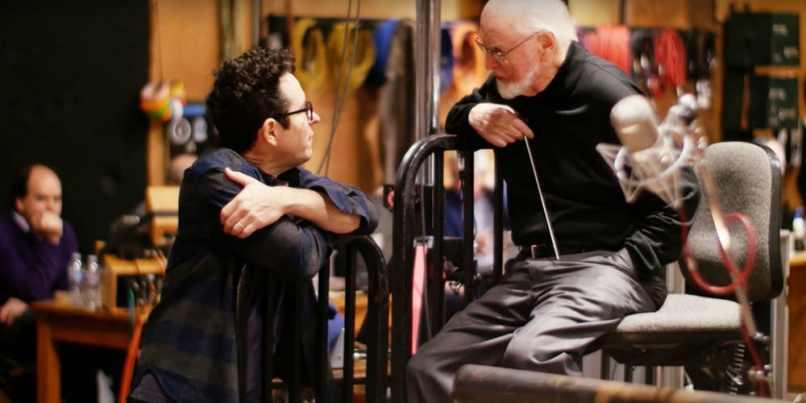 Compozitorul John Williams şi regizorul J.J. Abrams, la sesiunea de înregistrare a coloanei sonore pentru Star Wars: The Force Awakens