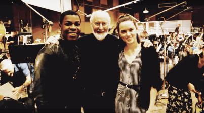 John Boyega, John Williams şi Daisy Ridley la sesiunea de înregistrare a coloanei sonore pentru Star Wars: The Last Jedi