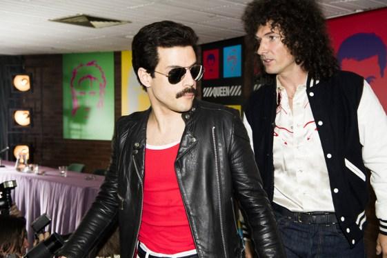 Rami Malek (Freddie Mercury) si Gwilym Lee (Brian May) in BOHEMIAN RHAPSODY.