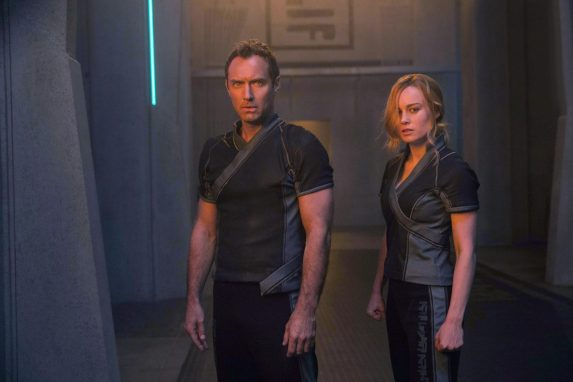 CAPTAIN MARVEL: Leader of Starforce (Jude Law) and Carol Danvers/Captain Marvel (Brie Larson)