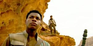 Finn (John Boyega) şi Poe Dameron (Oscar Isaac).