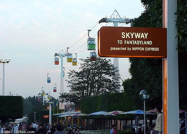 tokyo_disneyland_skyway.jpg