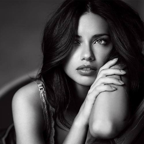 Adriana Lima [Image: Courtesy of Instagram / Adriana Lima]