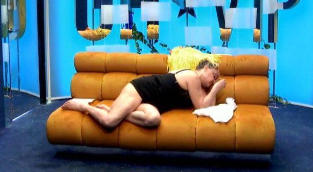 Aramís Fuster preocupa a sus compañeros tras una bajada de tensión