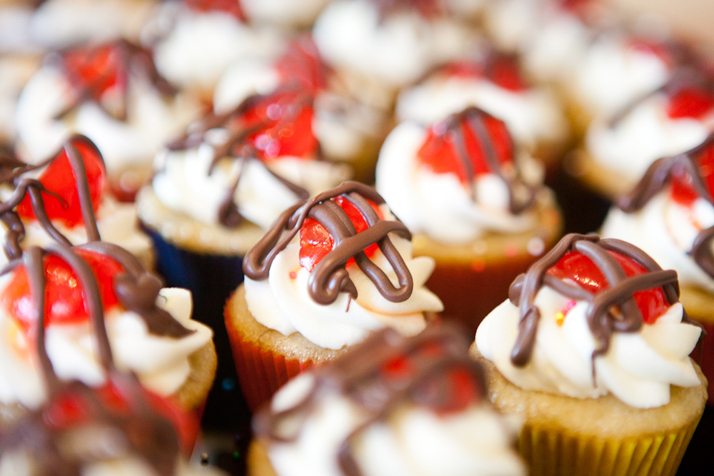 Banana Split Cupcakes |via teacher-chef 5152