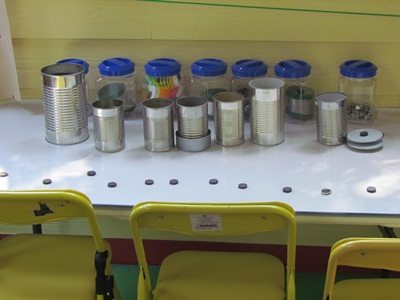 I can day: tin can magnetic play at the discovery table