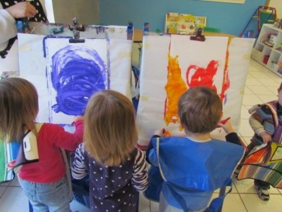 Circles and lines on the easel in preschool