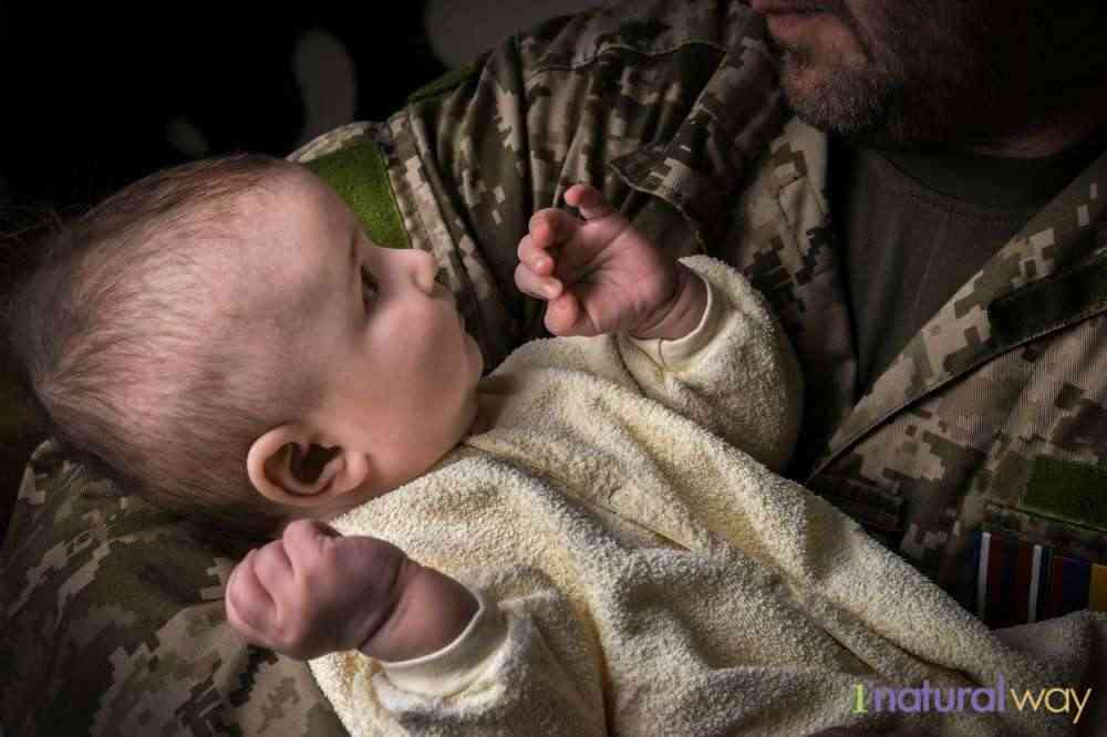 military-mom-with-baby- breastfeeding while traveling