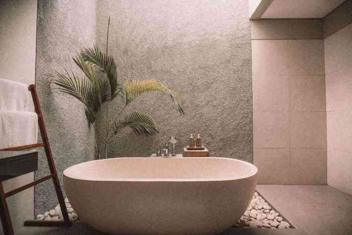 bathtub-with-plant-relaxation-technique
