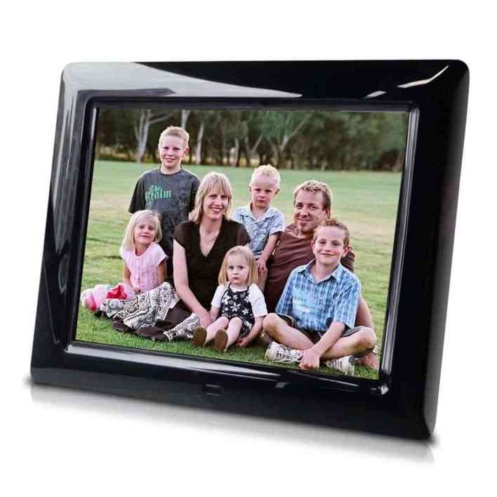 digital-picture-frame-for-mothers-day-gift-guide-teachworkoutlove.com