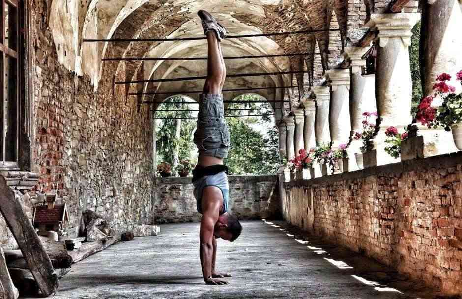 fitness-goals-for-families-dad-doing-yoga-teachworkoutlove.com