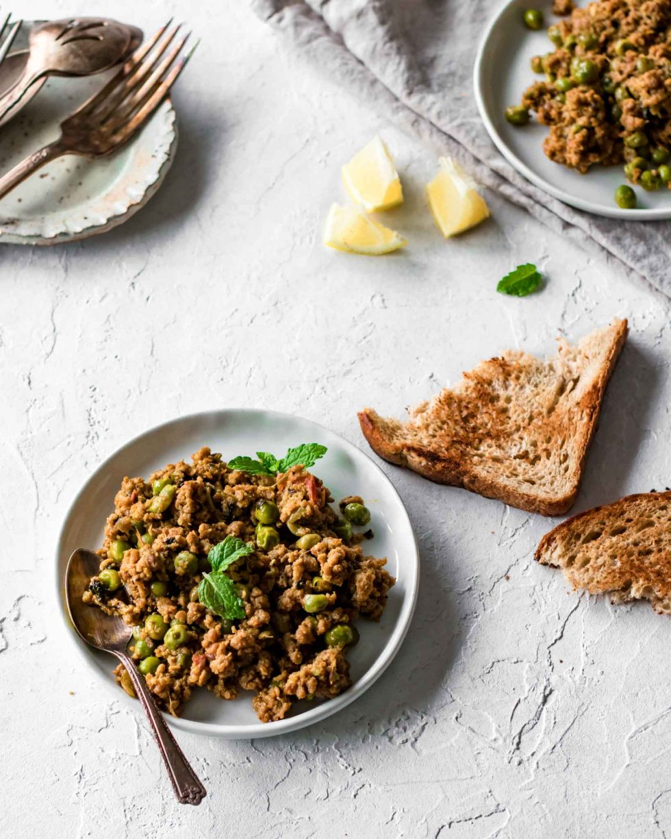 Keema Matar (ground beef and peas) with bread and lemon wedges