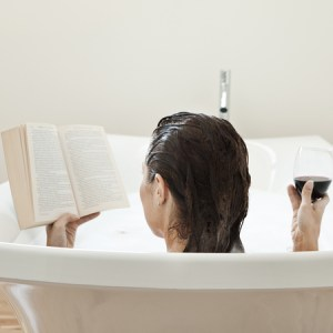 relax-in-bath-book-wine