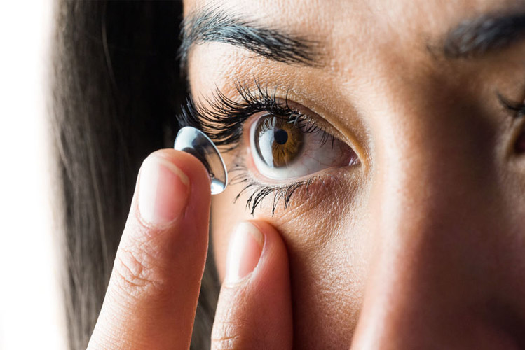 The importance of hand washing when inserting contact lenses