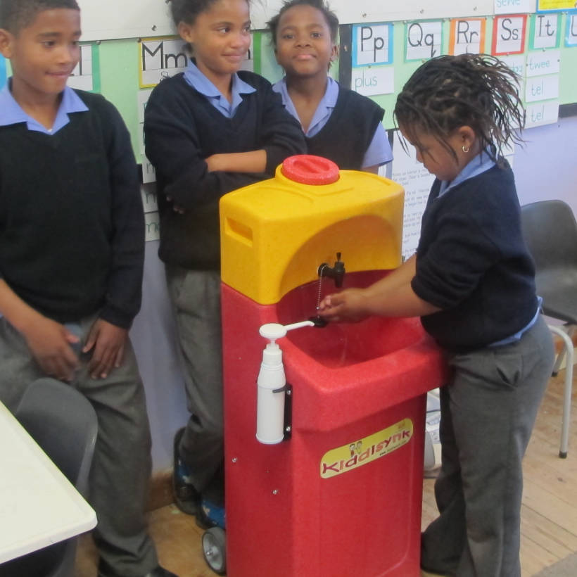Children washing hands with Teal KiddiSynk