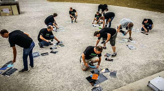 Riesenpuzzle bei Teambuilding zusammenbauen