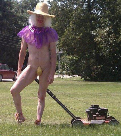 mowing lawn in thong naked funny family photos, family portraits bad family photos, funny family photos, weird, strand awkward, fail, stupid, worst family photos, awkward family photos, epic fails, stupid people, bad tattoos, weird family pictures, crazy wtf
