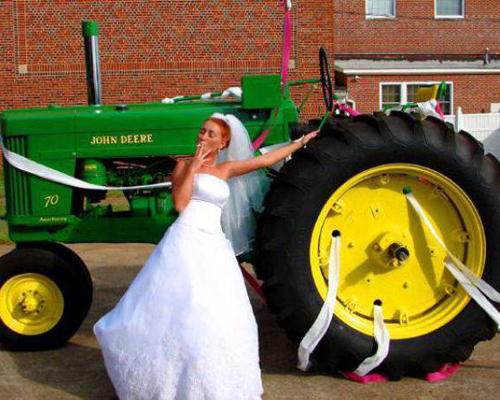 Wedding Tractor, Bride and tractor Funny Wedding Pictures, Bad Wedding Photos,Wedding disasters, disastrous weddings, ugly wedding dresses, bad wedding dresses, wedding photography, wedding photographers, horrible weddings, wedding invitations, affordable weddings, worst wedding pictures