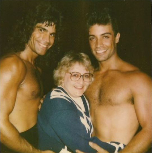 mom with strippers worst family photos, bad family photos, funny pictures, bad family pictures, awkward family photos, stupid people, horrible fail