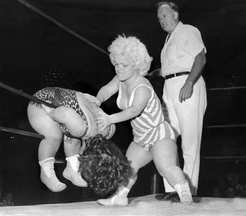 vintage midget wrestlers women funny pictures stupid people weird pictures random bad family photos awkward family photos product names