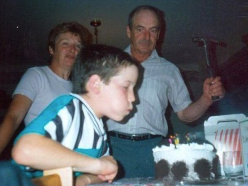 blowing out candles hammer Family Portraits Bad Family Photos Ellen worst family pics funny pictures awkward family photos wtf ugly people stupid people crazy weird