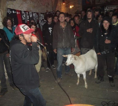 rapping with goats russian rappers Family Portraits Bad Family Photos Ellen worst family pics funny pictures awkward family photos wtf ugly people stupid people crazy weird