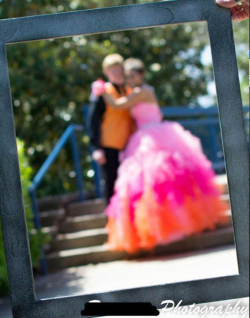 out of focus wedding pictures bad wedding photographers photography Funny Wedding Pictures Bad Wedding photos worst wedding pic ugly wedding dresses drunk bride groomsmen awkward family photos bad family bridesmaid dresses wedding receptions wedding djs russian wedding worst tattoos bad tattoos