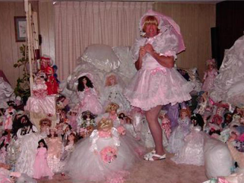 man in dress with dolls Family Portraits Bad Family Photos Ellen worst family pics funny pictures awkward family photos wtf ugly people stupid people crazy people weird people