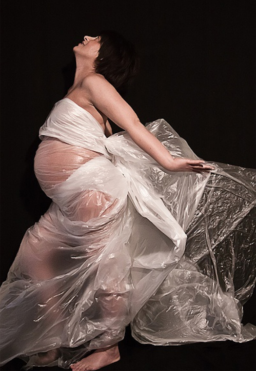 Pregnant woman wrapped in plastic Bad pregnancy pictures, funny pregnant, funny pregnancy pictures, worst pregnancy pictures, bad maternity photos, funny maternity, funny pictures, awkward family photos strange weird crazy stupid