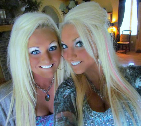 My twin cousins... One step closer of fulfilling their dream of becoming Oompa Loompas. Girls that look like Oompa loompas bad tans makeup Bad Family Portraits, Bad Family Photos, Ellen, funny family photos, worst family pics, funny pictures, awkward family photos, wtf, ugly people, stupid people, crazy people, people of walmart
