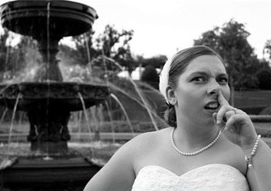 Bride picking her nose Funny Wedding Pictures Bad Wedding Photos Worst Wedding Pics Disasters Crazy Photography ideas