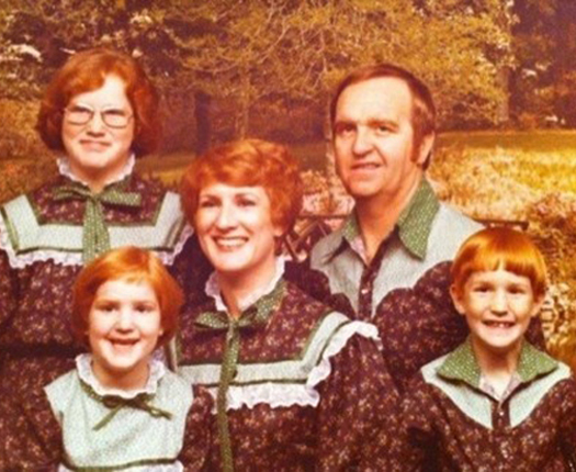 Gingers Olan Mills Bad Family Photos Funny Family Pics Awkward Family Photos crazy weird bad tattoos worst tattoos stupid people Family portraits strange
