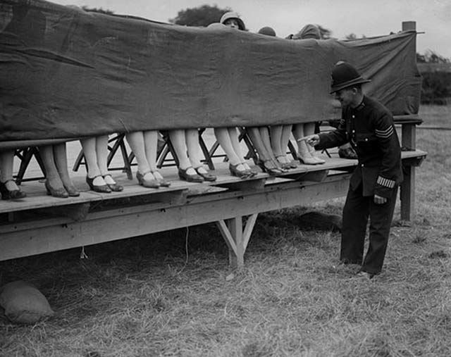 Ankle Beauty Contest, London ~ 28 Rare Historical Photos You Must See