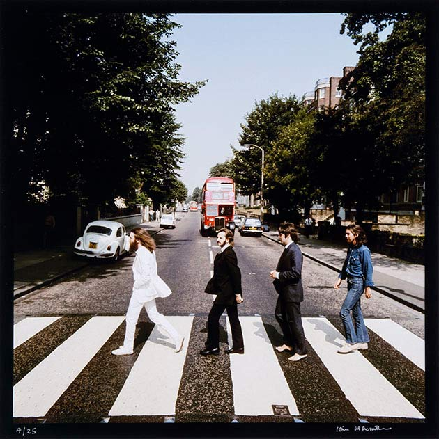 Beatles Abbey Road, walking the other direction ~ 28 Rare Historical Photos You Must See