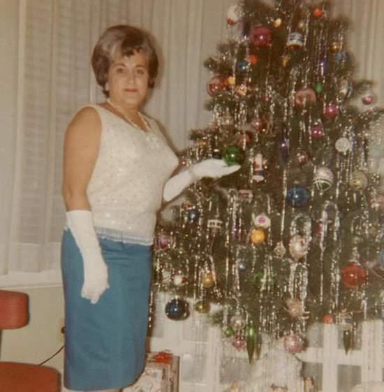 White Gloves Christmas ~ 27 Funny & Creepy Family Christmas Photos