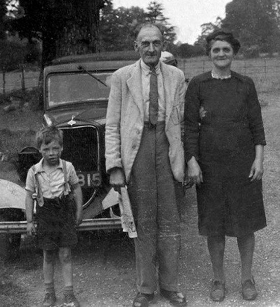 Creepy Old Vintage Photos~ old couple with dirty boy