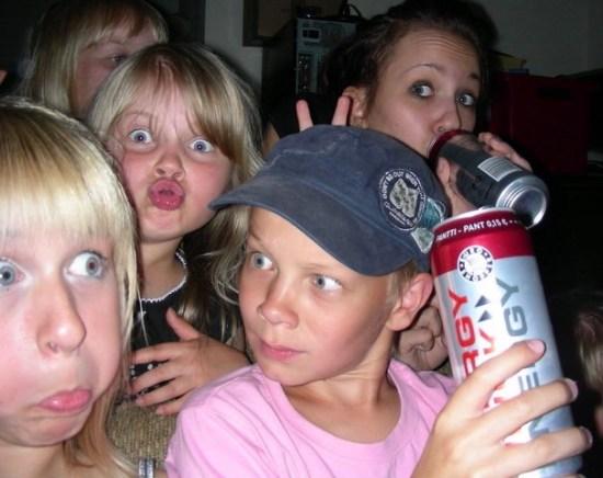 Funny Awkward Family Photos: Crazy kids high on energy drinks