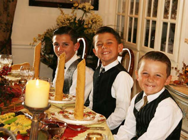 awkward-family-photos-kids-dinner-formal-strange