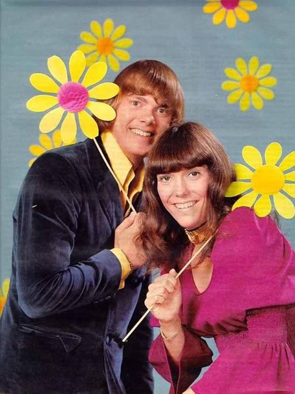 Vintage teen magazine snap of Karen and Richard Carpenter