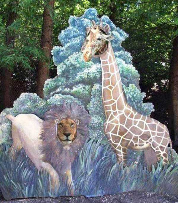 31 Funny Pics & Memes ~ giraffe & lion using cutout faces at zoo